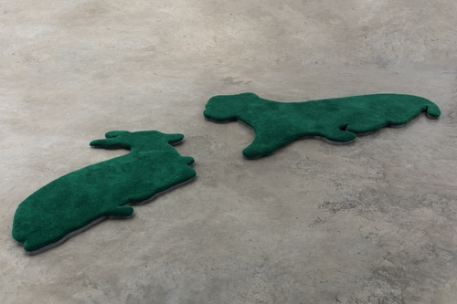 installation: painted woven wool carpets with fir base,<br />lion: 200x130cm, gazelle: 145x100cm<br />Photo: CHROMA
